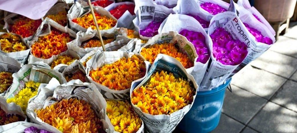 A cultura tailandesa nos mercados de rua de Bangkok
