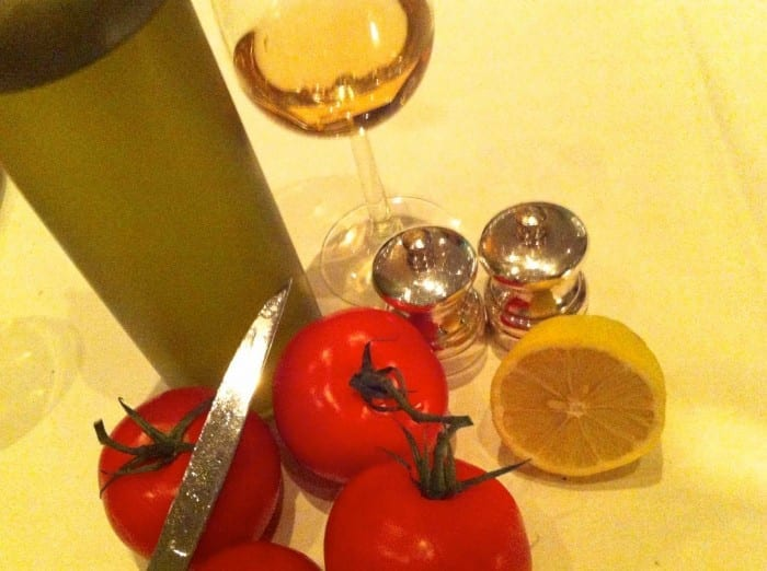 couvert: tomates maduros com pão fresco e limão siciliano