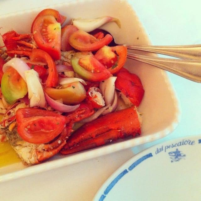 A famosa lagosta alla catalana com tomate e cebola roxa