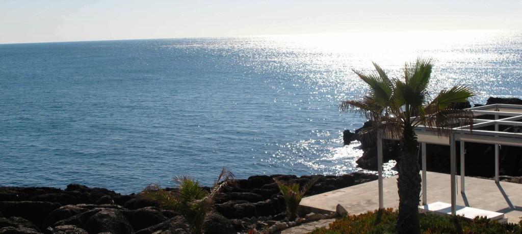 Entre as rochas e o mar no Farol Hotel