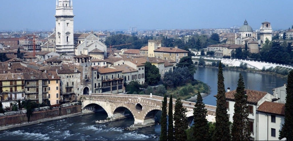 cidade de romeu e julieta na italia