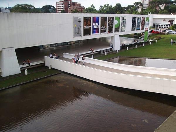 03-curitiba-um_otimo_programa_para_esta_sexta-feira-museu_oscar_niemeyer_e_jardim_botanico