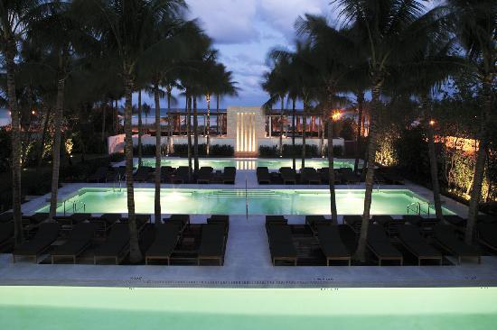 hotéis na Collins avenue miami