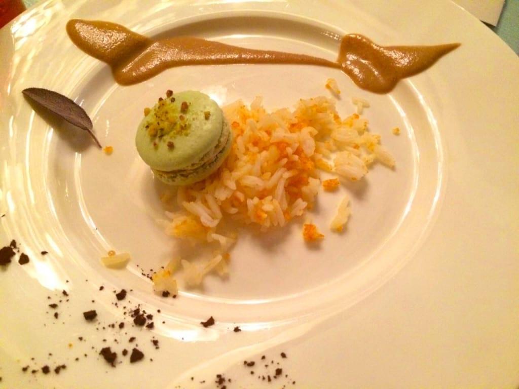 Macarron de pistache, com foie gras de pato e  creme de nozes