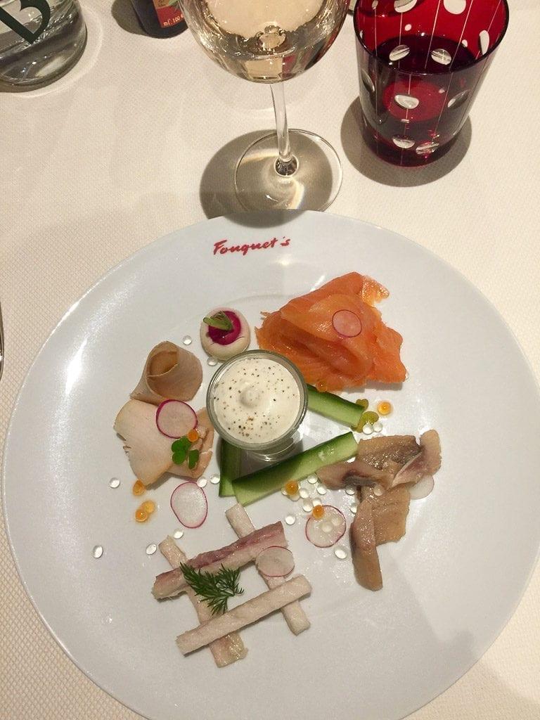 Entrada com peixes frescos no Le Fouquet