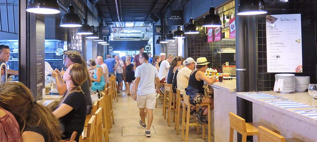 Time Out Market conhecido como Mercado da Ribeira em Lisboa