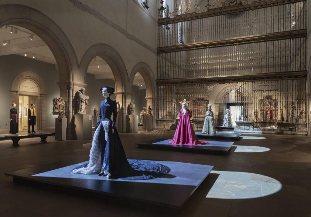 Heavenly Bodies: Fashion and the Catholic Imagination